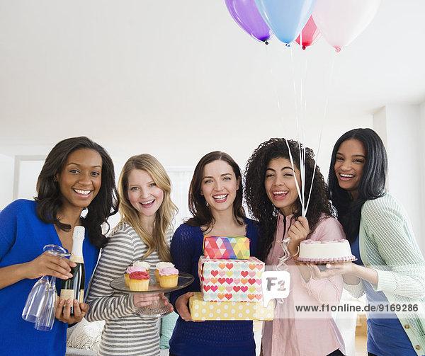 Zusammenhalt Frau Fest festlich Geburtstag