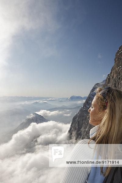 Austria  Styria  Ramsau am Dachstein  Dachstein Mountains  Woman looking against the sun