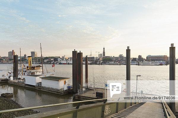 Deutschland  Hamburg  Norderelbe  Pier Norderelbstraße