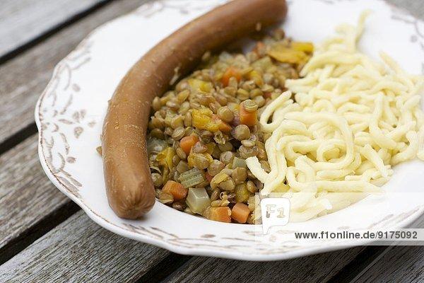 Linsen mit schwäbischer Pasta  Spätzle und veganer Wurst Linsen mit schwäbischer Pasta, Spätzle und veganer Wurst