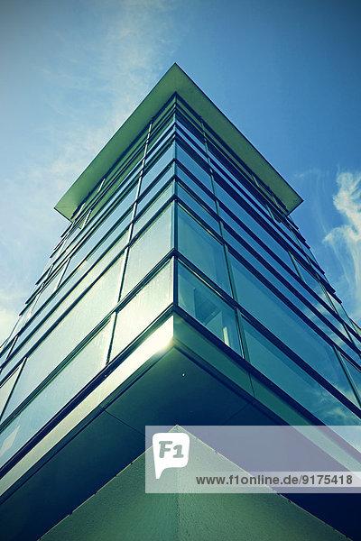 Deutschland  Niedersachsen  Hannover  Glasfassade eines Hauses
