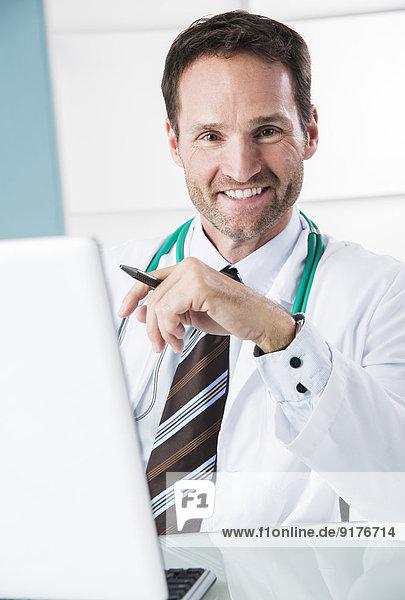 Deutschland  Mannheim  Porträt eines Arztes