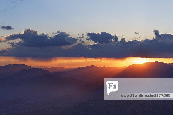 Türkei  Anatolien  Sonnenuntergang am Berg Nemrut