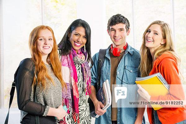Porträt von lächelnden Studenten