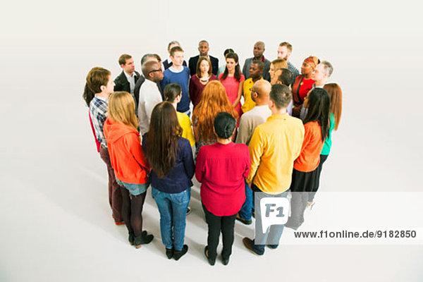 Diverse Gruppen im Kreis
