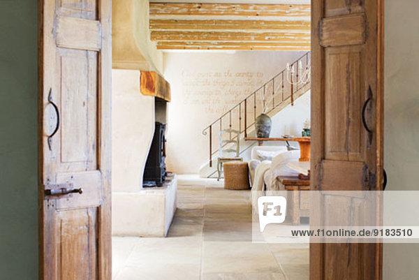 Wohnzimmer im rustikalen Haus