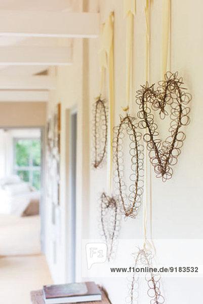 Wandbehänge im rustikalen Flur