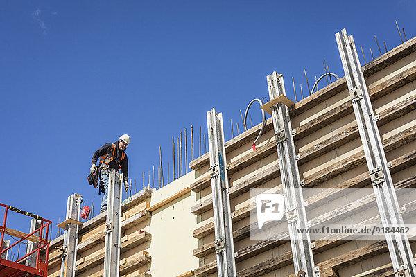 Europäer Wand gehen arbeiten Beton