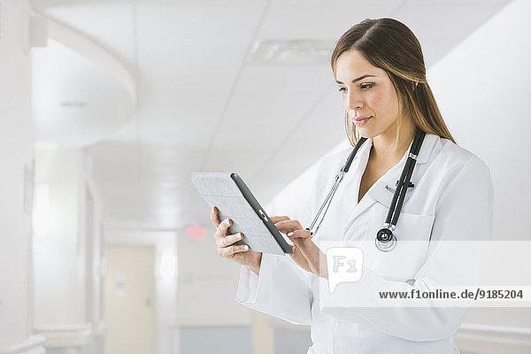 benutzen Arzt Krankenhaus mischen Tablet PC Mixed
