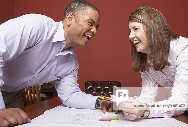 Mensch lachen Geschäftsbesprechung Menschen Zimmer Business Konferenz