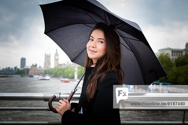 Regenschirm Schirm Großbritannien Tourist jung