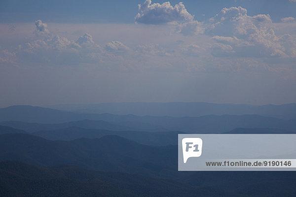 Blick auf ruhige Berge gegen bewölkten Himmel  Mt Hotham  Victoria  Australien