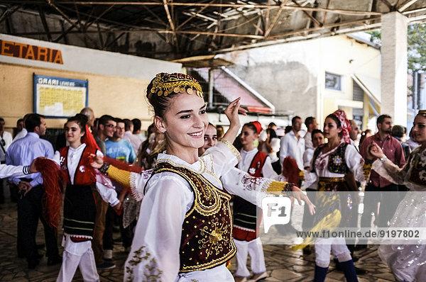 Hochzeit in der Schalterhalle des alten Bahnhofs  Shkoder  Albanien