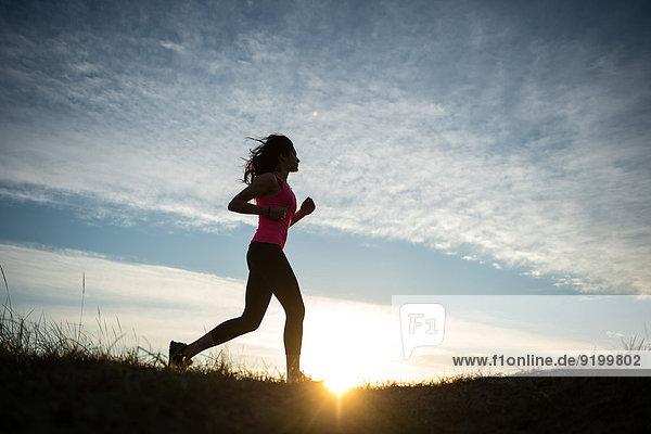 rennen Sand jung Mädchen