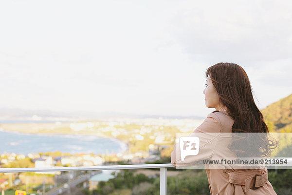 Frau Mode Balkon japanisch