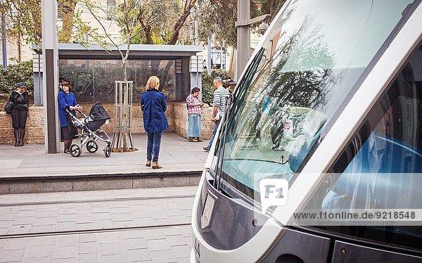 Jerusalem Hauptstadt Straße Straßenbahn sprechen Israel