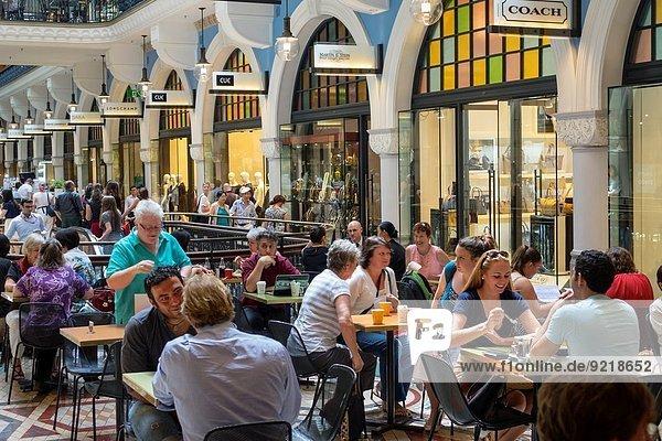 Frau Mann Geschichte Cafe Restaurant kaufen Australien New South Wales Queen Victoria Building Sydney