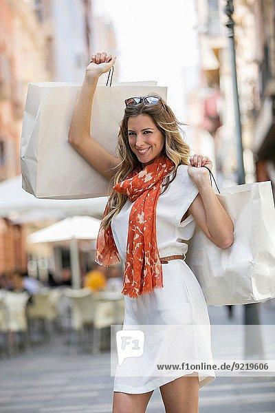 Frau Fröhlichkeit kaufen blond Innenstadt hübsch