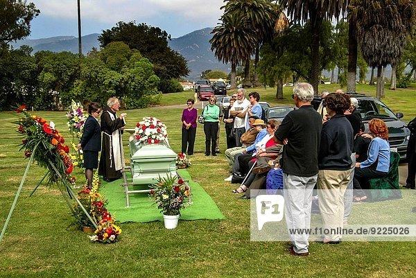 Kalifornien Geistlicher Begräbnis