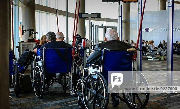 warten Flughafen Eingang Kunde Rollstuhl Texas Houston