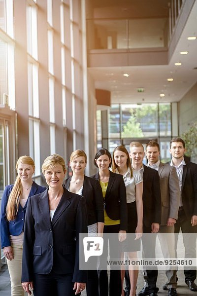 Porträt des Geschäftsteams im Büro