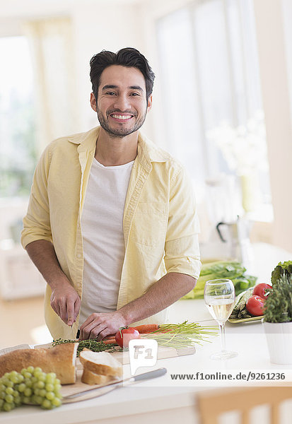 kochen Mann Küche mischen Mixed