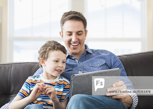 benutzen Europäer Computer Menschlicher Vater Sohn Tablet PC