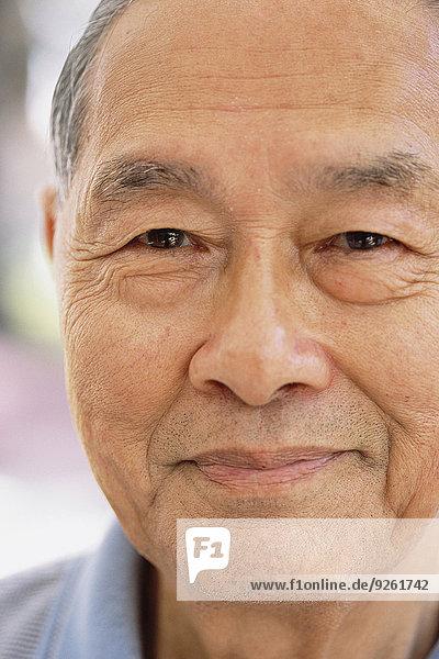 hoch oben nahe Senior Senioren Mann lächeln