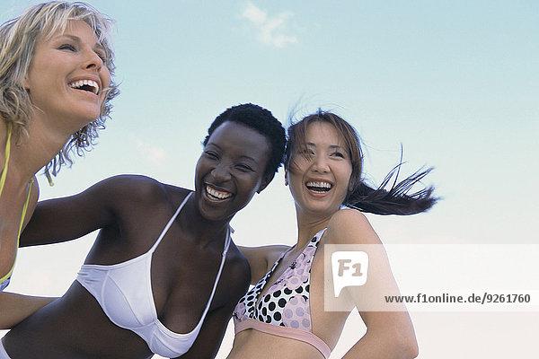 Außenaufnahme Zusammenhalt Frau lächeln freie Natur