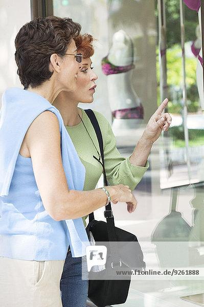 Senior Senioren Zusammenhalt Frau Fenster kaufen
