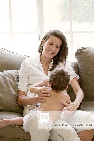 sitzend Couch Sohn Mutter - Mensch
