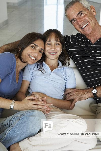 Zusammenhalt Couch lächeln Hispanier
