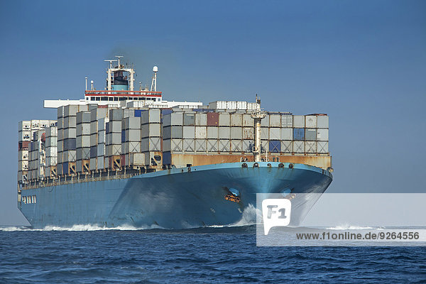 Spanien  Andalusien  Tarifa  Containerschiff
