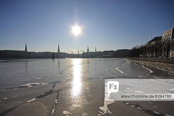 Deutschland  Hamburg  Blick auf die gefrorene Binnenalster