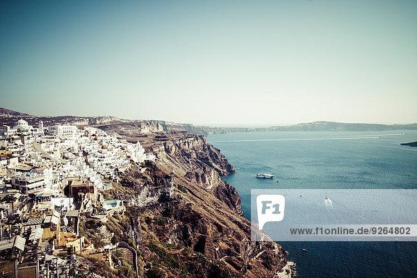 Griechenland  Kykladen  Santorini  Blick auf Fira und die Caldera