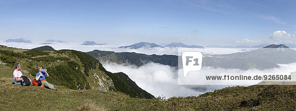 Österreich  Tirol  Chiemgauer Alpen  Wanderer auf dem Fellhorn