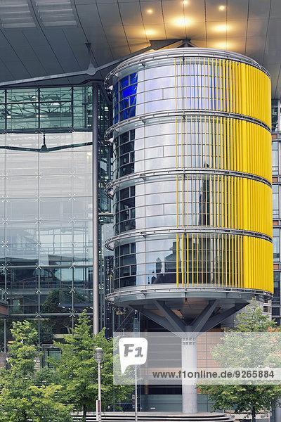 Deutschland  Berlin  Teil der Fassade eines modernen Gebäudes am Potsdamer Platz