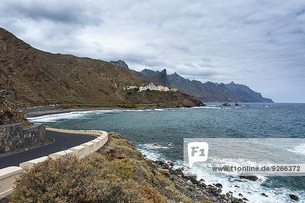 Spanien  Kanarische Inseln  Teneriffa  Blick auf Almaciga  Küstenstraße an der Nordküste