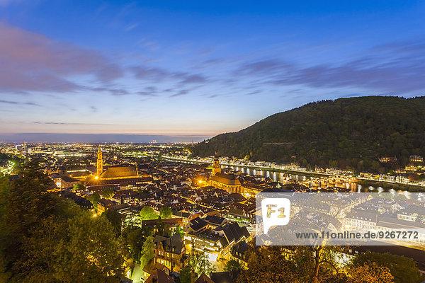 Deutschland  Baden-Württemberg  Heidelberg  Blick auf die Altstadt  Stadtansicht am Abend