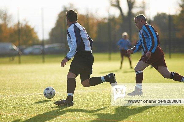 Fußballspieler während des Spiels
