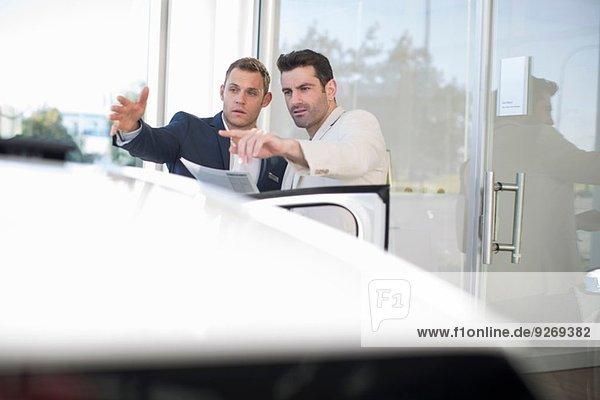 Kundenbefragung Verkäufer im Autohaus