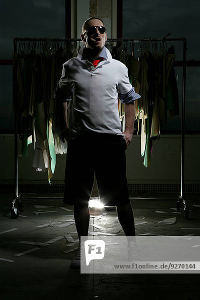 Maultasche Mann Kleidung Schatten