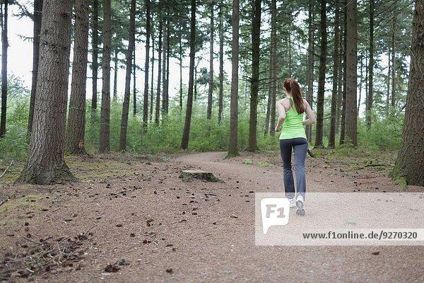 Frau Wald joggen