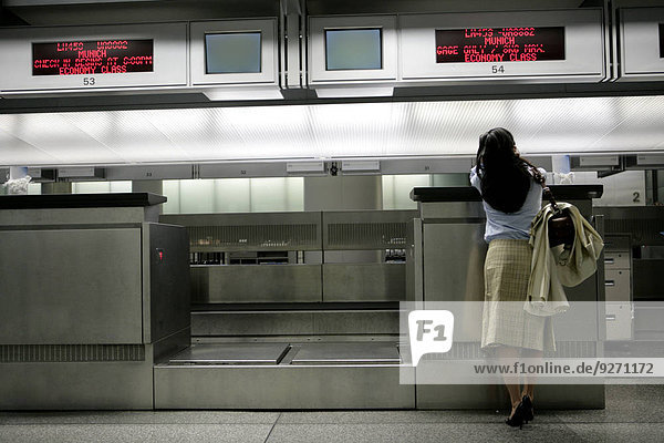 Frau warten Ansicht Tresen