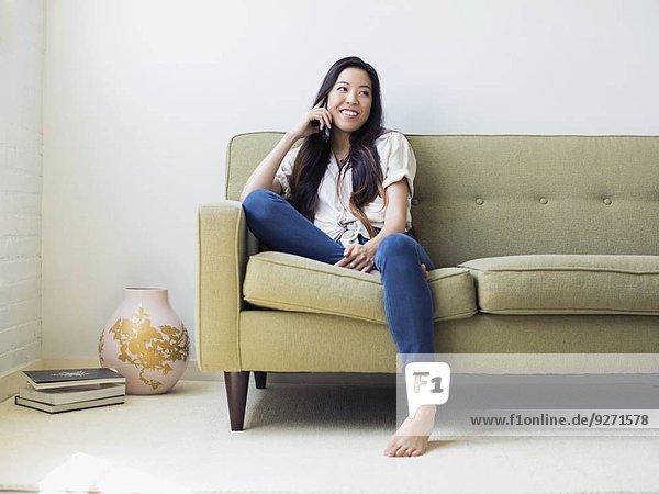 sitzend Frau Couch