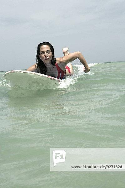 Frau Ansicht Surfboard