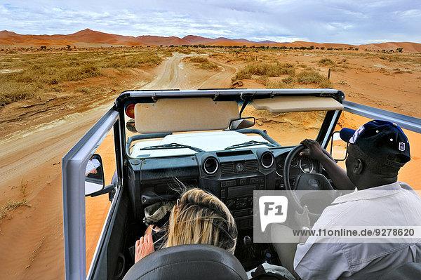 Im Safariwagen bei den Dünen des Sossuvlei  Namibia