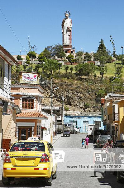 Städtisches Motiv Städtische Motive Straßenszene Straßenszene Monument frontal Ecuador