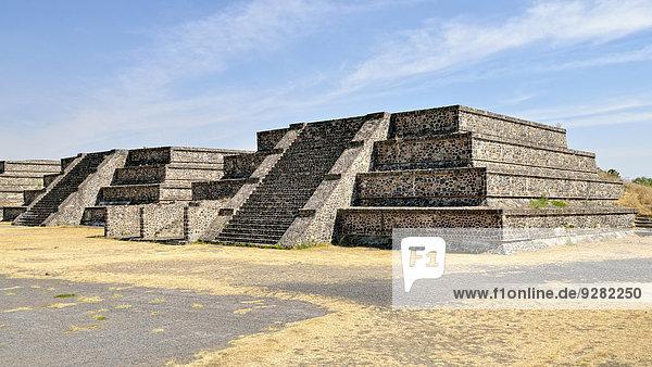 Stufenpyramiden am Plaza de la Luna  UNESCO Weltkulturerbe Ausgrabungsstätte Teotihuacan  México  Mexiko