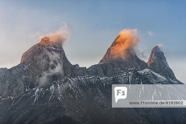 Aiguilles d'Arves Berg in der Morgendämmerung  Pelvoux  Dauphiné Alpen  Département Savoie  Frankreich